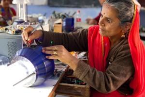 Solar engineering trainer_UN Women_Flickr CC