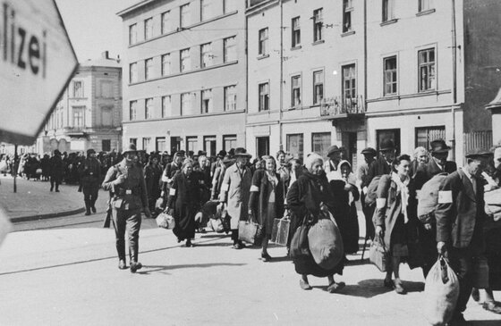 Image of Jews deported from the Krakow Ghetto in 1943