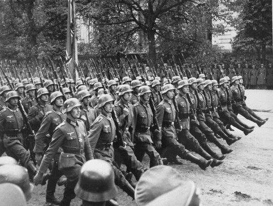 Image of Nazi troops in Warsaw, which triggered the Polish Jewish resistance